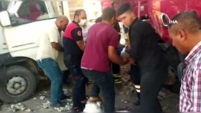 Kamyon ile minibüs çarpıştı: 2 yaralı