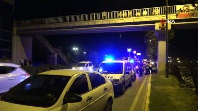 Antalya'da feci ölüm...Üst geçitten yola düşen genç  otomobilin altında kaldı