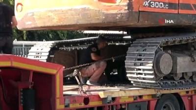 Ekskavatörün altına gizlenmiş 51 kilo eroini 'Uzi' buldu