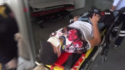 Rot arızası yapan otomobil yoldan çıktı: 2 yaralı