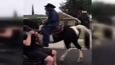 - ABD'de Compton Kovboyları at üstünde oy kullanmaya gitti