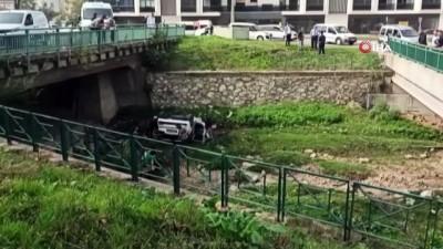 - Bursa'da dereye uçan otomobilden yara almadan kurtuldular