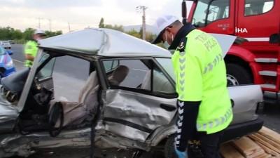 Elazığ'da otomobiller çarpıştı:1 ölü 2 yaralı