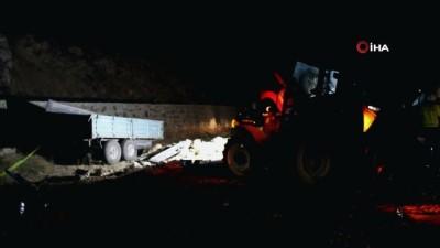 Kamyon ile traktör çarpıştı ortalık savaş alanına döndü: 1 ölü 3 yaralı