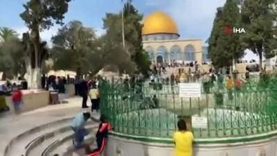 - Binlerce Filistinli Peygamberimizin doğum yıl dönümü münasebetiyle Mescidi Aksa'ya akın etti