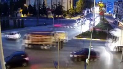 Çorum'da ortalığın savaş alanına döndüğü kaza güvenlik kamerasında