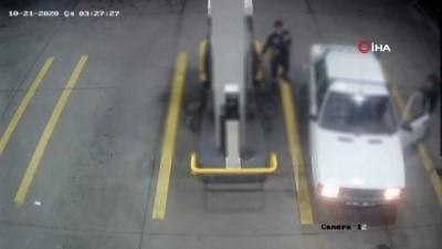 Oto hırsızları çaldıkları arabayı benzin istasyonuna kadar böyle itti