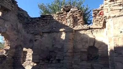 Bir dönem cami ve hastane olarak kullanılmış tam bin 200 yıllık yapı