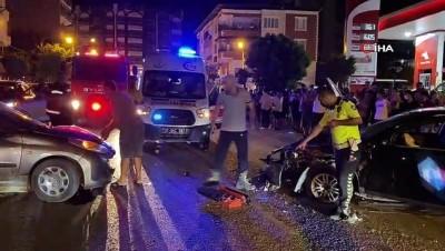 Hatay'da iki otomobil birbirine girdi: 2 yaralı