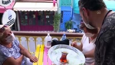 yabanci dil - İhtiyaç sahipleri için 'Gönüllü Kahve'de gönüllü çalışıyorlar - İZMİR