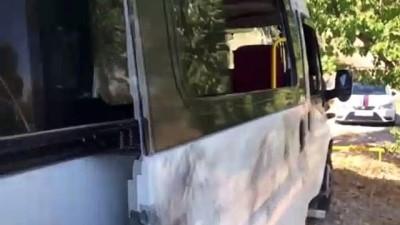 2'si havasızlık ve sıkışmadan dolayı ölmüş 72 sığınmacının  yakalandığı minibüs - VAN