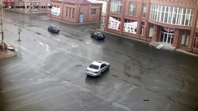 Ermenistan ordusunun sivil yerleşim bölgesine yaptığı saldırı güvenlik kameralarına yansıdı (2) - GENCE