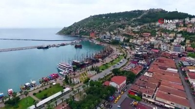 Alanya'da kayıt dışı tur yapan teknelere tepki