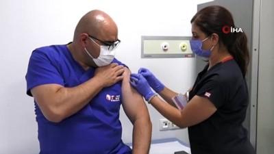saglik calisani -  Covid-19 Aşısının Denemeleri Ankara Şehir Hastanesinde başladı