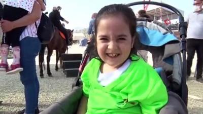 Serebral palsi hastası çocuklara atlı terapi etkinliği