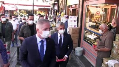maske dagitimi -  Maskesiz karşılamaya vali uyarısı