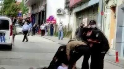 park kavgasi -  Park kavgasına müdahale eden polisin parmağını kırdılar