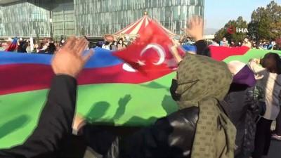 Bursa'da Azerbaycan zaferi dev bayrakla kutlandı
