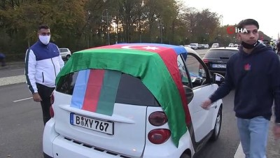 - Berlin'de Azerbaycan'ın Dağlık Karabağ zaferi konvoyla kutlandı