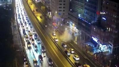 trafik yogunlugu -  E-5'te bir otomobil alev alev yandı