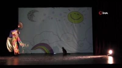 Çocuk tiyatrosunun davetsiz oyuncusu
