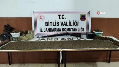cumhuriyet -  Bitlis'te teröristlere ait silah, kına ve ağda ele geçirildi