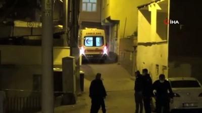 silahli kavga -  Diyarbakır'da 100'den fazla kurşunun sıkıldığı silahlı kavgada 1'i ağır 2 kişi yaralandı