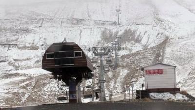 KAHRAMANMARAŞ - Yedikuyular Kayak Merkezi'ne mevsimin ilk karı yağdı
