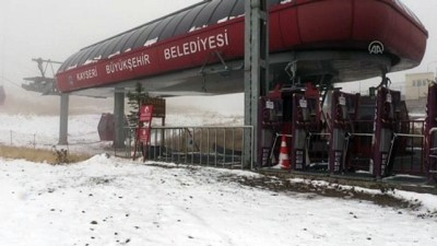 KAYSERİ - Erciyes Kayak Merkezi'ne kar yağdı