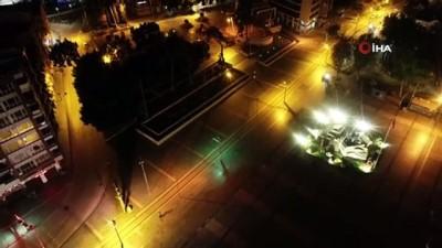cumhuriyet meydani -   Antalya'daki sessizlik tarihi saat kulesi eşliğinde havadan görüntülendi