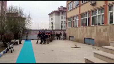 harekete gec - ERZURUM - Uyuşturucu ve silah kaçakçılığı yaptığı iddia edilen 10 zanlı tutuklandı