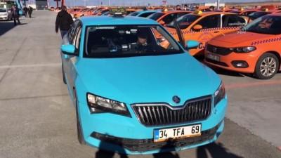 kamera - İSTANBUL - Taksisinde unutulan 300 bin avroyu sahibine teslim etti (2)