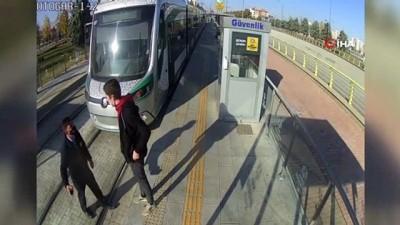 kamera -  - Kendisini uyaran güvenlik görevlisini bıçakladı
