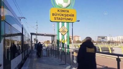 kamera - KONYA - Biletsiz tramvaya binmeye çalışan kişi, kendisini uyaran güvenlik görevlisini bıçakladı