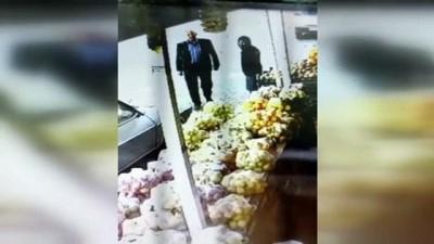 kamera - ŞANLIURFA - Otomobilden cep telefonu hırsızlığı güvenlik kamerasına yansıdı