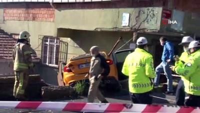 ilk mudahale -  Sarıyer'de dehşet anları kamerada: Freni boşalan taksi eve girdi
