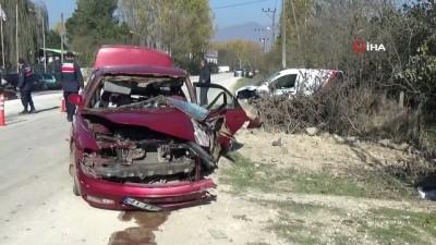 ilk mudahale -  Zincirleme trafik kazası kamerada: 4 yaralı