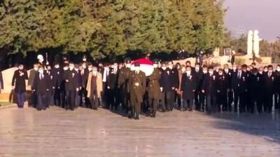 ANKARA - Bakan Selçuk, 24 Kasım Öğretmenler Günü dolayısıyla Anıtkabir'i ziyaret etti