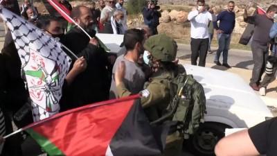 İsrail askerleri, ambulans içindeki yaralı Filistinliyi gözaltına almaya çalıştı