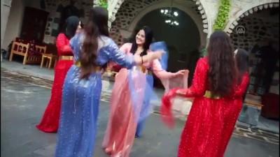 ŞIRNAK - Eğitimciler, Öğretmenler Günü'nü yöresel kıyafetlerle halay çekerek kutladı