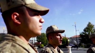 SİVAS - Askerlerden Bakan Ziya Selçuk'a 'Öğretmenler Günü' klibi