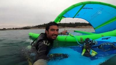 ADANA - Paraşütçünün suya düştüğünü zanneden vatandaşlar polisten yardım istedi
