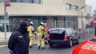 BERLİN - Almanya'da başbakanlık binasına araçla saldırı girişimi
