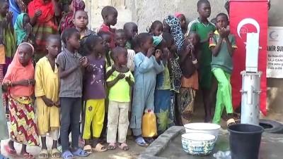 bild - GAROUA - Kamerunlular Cansuyu Derneği sayesinde suya kavuşmanın sevincini yaşadı