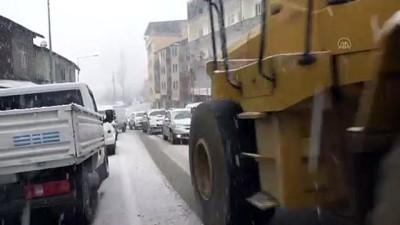 allah - HAKKARİ - Şemdinli'de kar yağışı hayatı olumsuz etkiledi