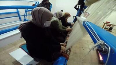 ERZURUM - Kırsaldaki anneler kursta meslek öğrenip para kazanıyor, çocukları da kreşte eğleniyor