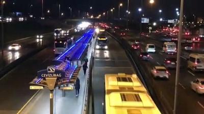 metrobus duraklari - İSTANBUL - Toplu taşıma araçlarında ve duraklarda yolcu yoğunluğu