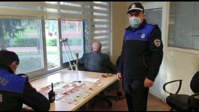 akalan - İSTANBUL - Zeytinburnu'nda dilencinin üzerinde araba anahtarı ile yaklaşık 7 bin lira çıktı