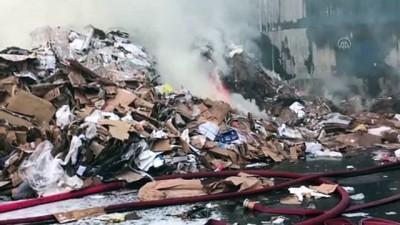 bild - İSTANBUL - Zeytinburnu'nda geri dönüşüm tesisinde yangın (3)