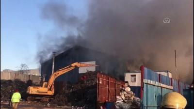 bild - İSTANBUL - Zeytinburnu'nda geri dönüşüm tesisinde yangın